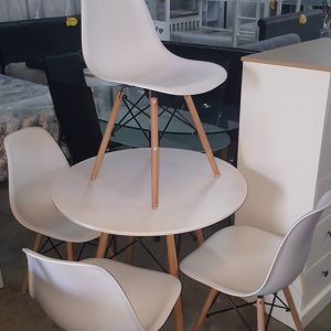 NEW Denmark White round dining table + 4 chairs 199.99€