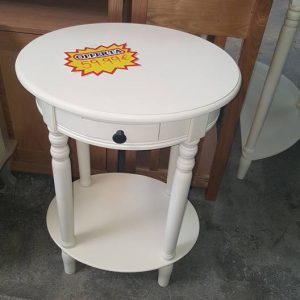 New Oval Accent table 59.99€