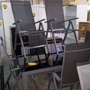 large glass top garden table and 6 reclining chairs only 445€