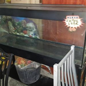 Fully functioning large fish tank on stand incl all interior gravel and ornaments pump etc 175